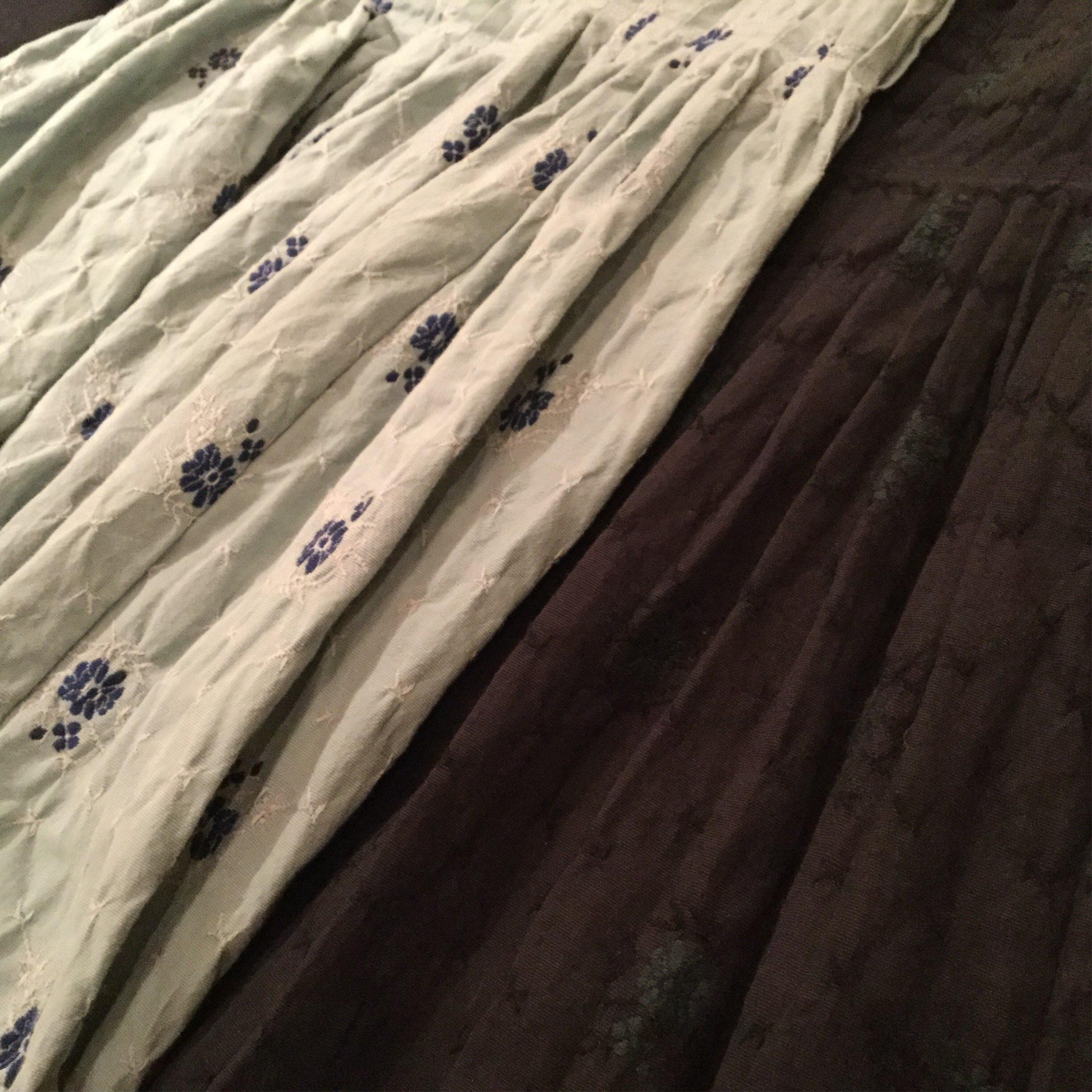 秋冬gasa(ガサ)のオリジナルジャガードの花柄のエアエイジ取り扱いタックスカートです