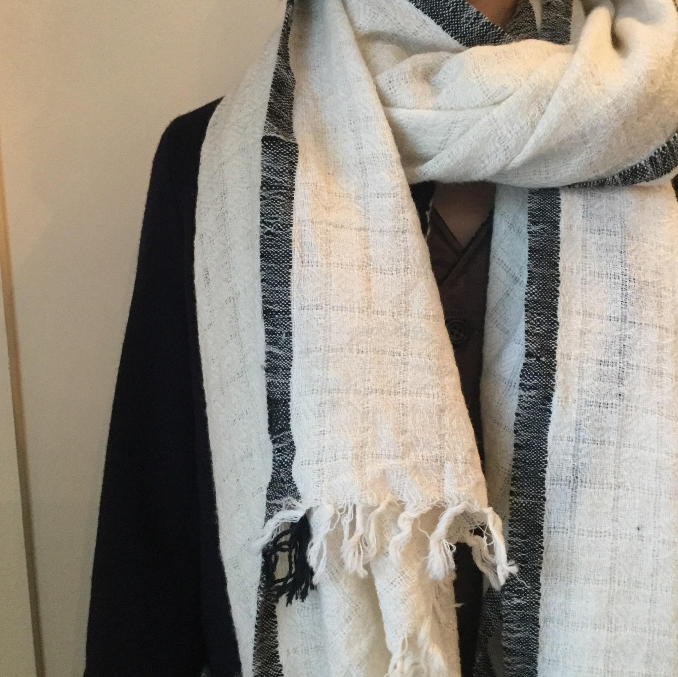 秋冬khadiandco(カディアンドコー)のカディを使用した手紡ぎ糸のウールストールです