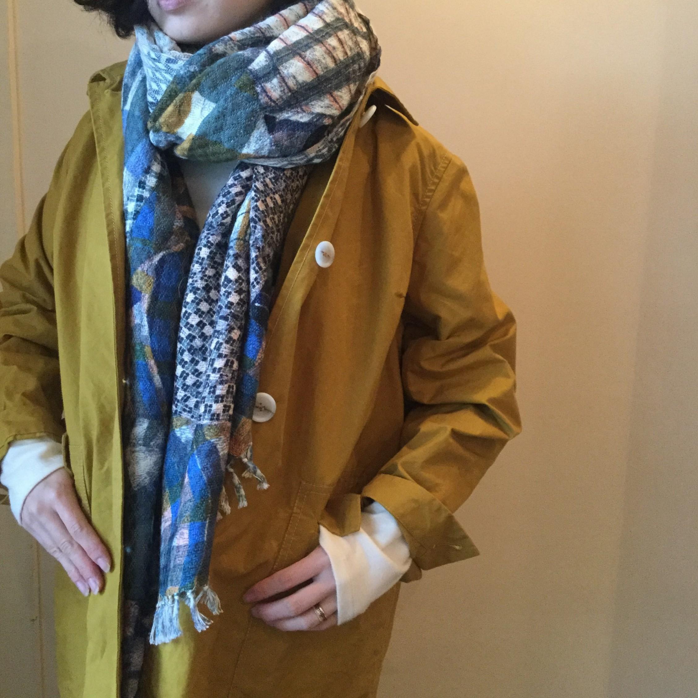 秋冬mii(ミー)の手紡ぎの糸を使用した手織りのシャツ柄のストールです