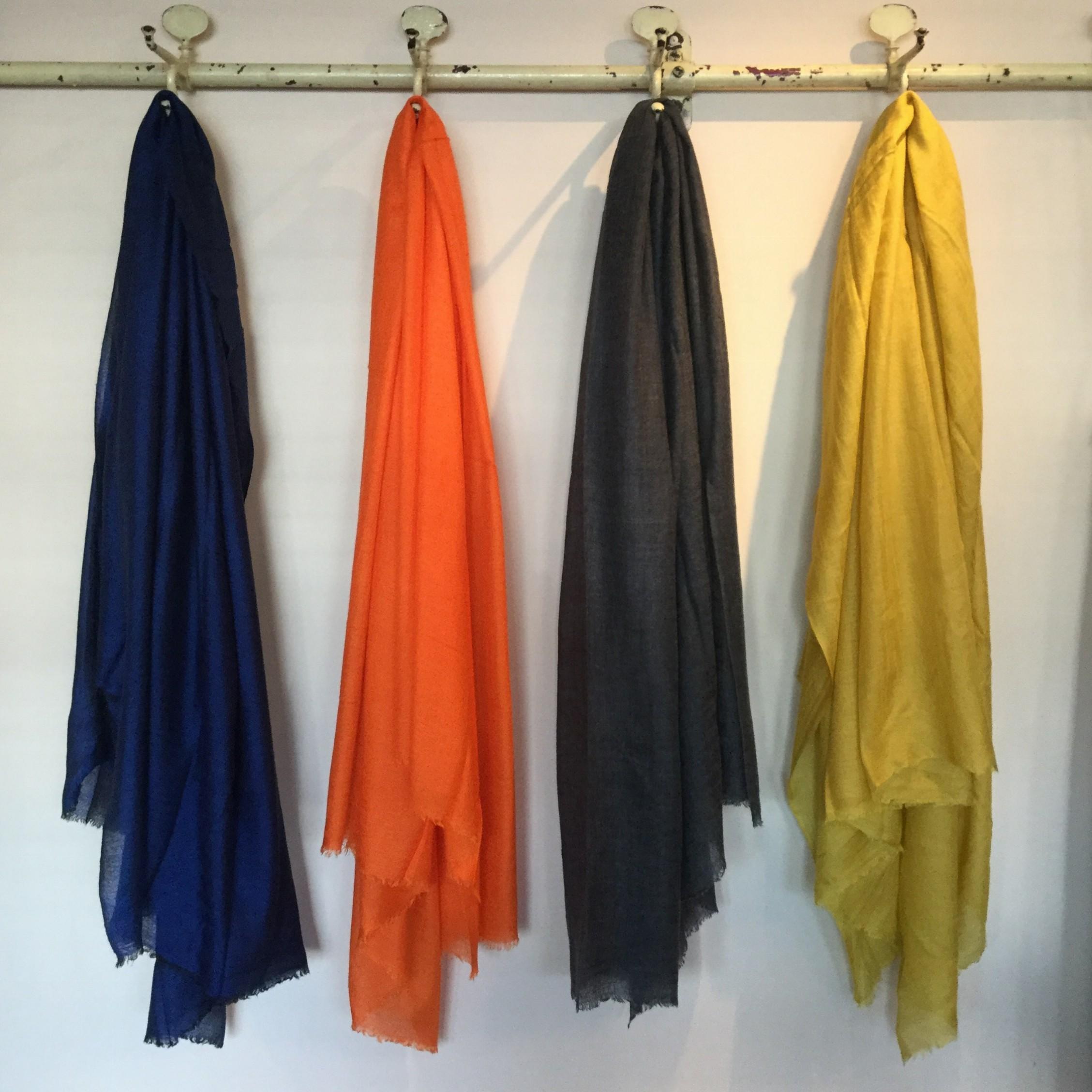 秋冬mii(ミー)の手紡ぎの糸を使用したシルクカシミヤのストールです